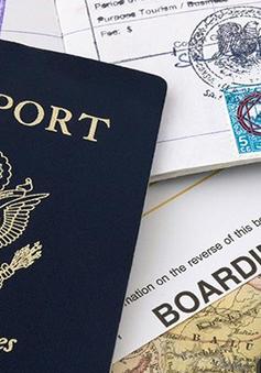 Hộ chiếu và thẻ lên máy bay tiết lộ thói quen mua sắm của hành khách