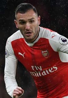 Bị tước áo đấu phũ phàng, sao Arsenal nằng nặc đòi ra đi
