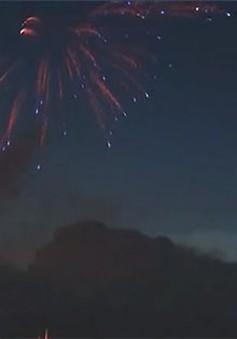 Chiêm ngưỡng màn trình diễn pháo hoa với ánh sáng chớp