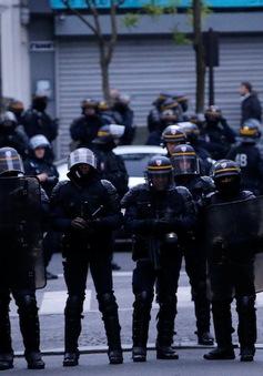 Pháp sơ tán 200 người vì lý do an toàn