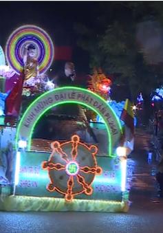 Diễu hành xe hoa mừng Ngày Phật đản tại Huế