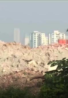 Hà Nội: Bãi tập kết phế thải trái phép mọc giữa khu dân cư