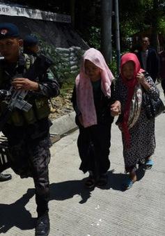 Phiến quân chiếm đóng Marawi, người Philippines hối hả sơ tán