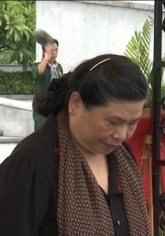 Phó Chủ tịch Quốc hội Tòng Thị Phóng viếng nghĩa trang liệt sỹ tại Quảng Trị