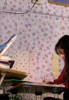 Cảm thương số phận thiệt thòi của cô sinh viên lớn lên thiếu tình thương bố mẹ