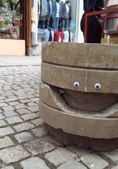 Googly Eye biến các công trình hư hại thành tác phẩm nghệ thuật