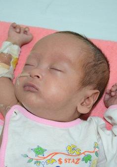 Mong manh sự sống của bé 4 tháng tuổi cùng lúc mắc tim bẩm sinh và nấm máu