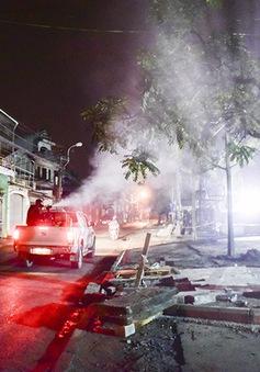 Hà Nội: Nhiều hộ gia đình chưa hợp tác phun hóa chất diệt muỗi