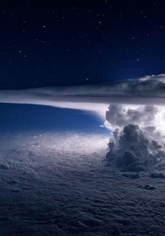 Ngỡ ngàng ảnh sống động về bầu trời qua ống kính của phi công