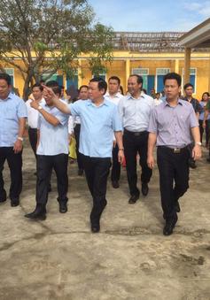Phó Thủ tướng Vương Đình Huệ thăm, tặng quà các hộ dân Hà Tĩnh thiệt hại nặng sau bão