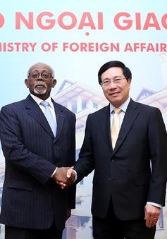Tăng cường quan hệ Việt Nam - Cameroon