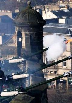 Anh bắn 62 phát đại bác kỷ niệm 65 năm trị vì của Nữ hoàng Elizabeth II