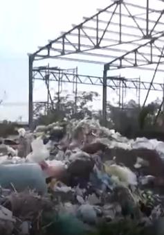 TP.HCM: Bãi rác gây ô nhiễm, người dân chặn xe không cho đổ rác