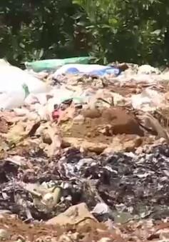 Hàng ngàn tấn rác thải dồn ứ giữa lòng thị trấn Hương Khê (Hà Tĩnh)