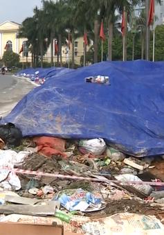 Thị xã Sơn Tây vẫn ngập trong rác