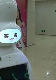 Robot bồi bàn thu hút thực khách tại Trung Quốc