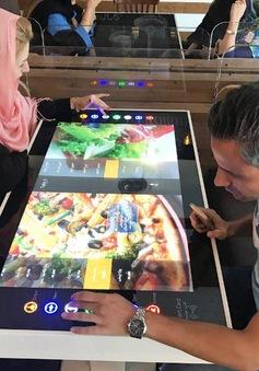 Ăn pizza thời công nghệ cao tại Iran