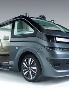 Pháp ra mắt robot taxi đầu tiên
