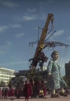 Diễu hành múa rối khổng lồ ở Thụy Sĩ