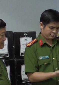Đà Nẵng triệt phá đường dây buôn rượu lậu, thu giữ hơn 1.000 chai