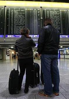 Pháp: Hàng trăm chuyến bay bị hủy, hoạt động giảng dạy gián đoạn do đình công