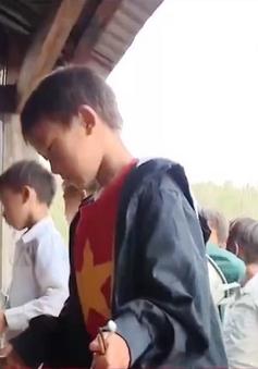Sơn La: Đội sao đỏ ở Háng Đồng hỗ trợ thầy cô quản lý học sinh