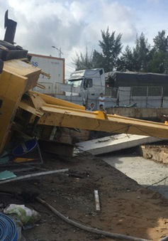 Sập cần cẩu nặng trăm tấn, 1 người bị thương nặng
