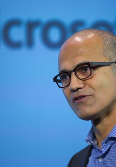 "CEO Microsoft ""chọc ngoáy"" iPad của Apple"