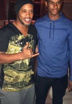 """Sao trẻ Man Utd được huyền thoại Brazil khen """"ngoan, khiêm tốn"""""""