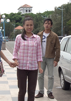 """Phim Thảm đỏ - Tập 2: Nguyệt Hằng (Hoàng Oanh) """"bắt tay"""" với Hoàng Dũng (Lương Thế Thành) để lừa mẹ"""