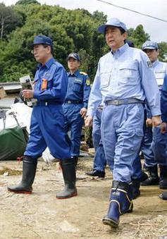 Thủ tướng Nhật Bản thị sát khu vực bị lũ lụt