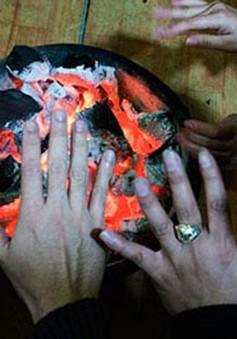 Đốt than sưởi ấm trong nhà nguy hiểm như thế nào?
