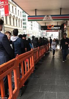 Dòng người xếp hàng chờ mua iPhone X ở Sydney