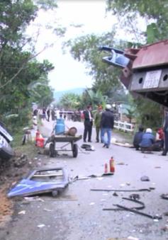 Quảng Nam: Ô tô khách va chạm xe cẩu, hai người tử vong