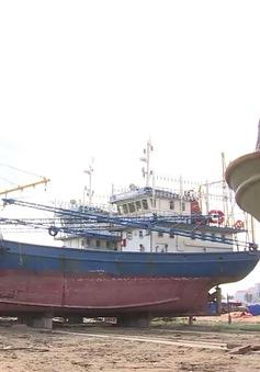 Bình Định: Chậm tiến độ sửa chữa tàu vỏ thép do mưa ẩm