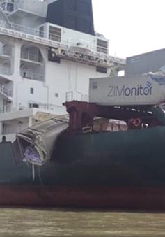 Hai tàu container đâm nhau trên sông Đồng Nai