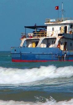 Chưa giải cứu được tàu hàng mắc kẹt hơn 1 tháng ở TT-Huế
