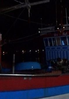 Kịp thời cứu 6 ngư dân tàu cá Quảng Ngãi gặp nạn trên biển