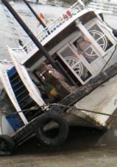Tàu du lịch bị đắm tại âu cảng quốc tế Tuần Châu