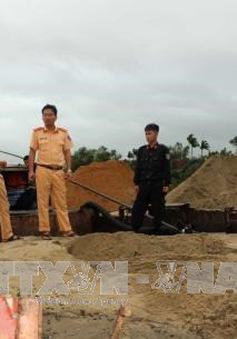Quảng Nam: Bắt quả tang 2 tàu sắt hút cát trái phép trên sông Thu Bồn