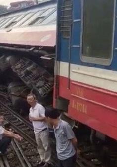 Tàu chở hơn 100 người từ Lào Cai về Hà Nội bị trật bánh