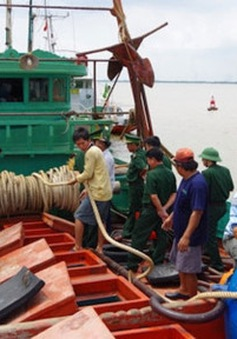 Hải Phòng: Bắt giữ tàu chở 40.000 lít dầu bất hợp pháp