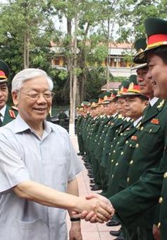Tổng Bí thư thăm và làm việc tại Quân khu 4