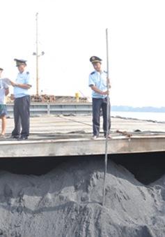 Bắt giữ tàu vận chuyển hơn 600 tấn than lậu
