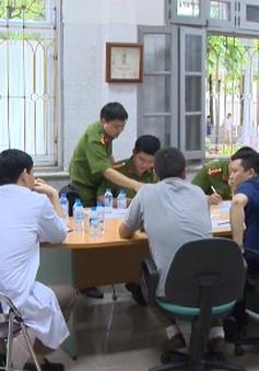 Dựng lại hiện trường vụ án 8 bệnh nhân chạy thận tử vong ở Hòa Bình