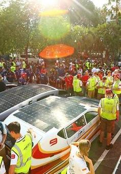 Sôi động cuộc đua xe chạy bằng năng lượng Mặt Trời thế giới