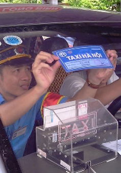 Hà Nội thu hồi trên 1.000 phù hiệu xe vi phạm