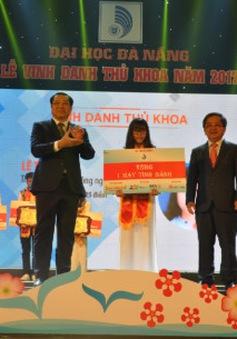 Đại học Đà Nẵng vinh danh thủ khoa năm 2017