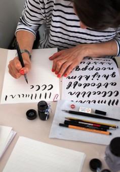 Nghệ thuật thư pháp cuốn hút các bạn trẻ tại Đức