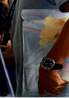 Bé gái tại Singapore nghi bị ru ngủ bằng hỗn hợp thuốc ho
